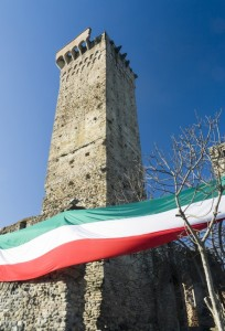 Abbracciando l'antica torre