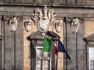 Il Tricolore sventola sul Palazzo Reale