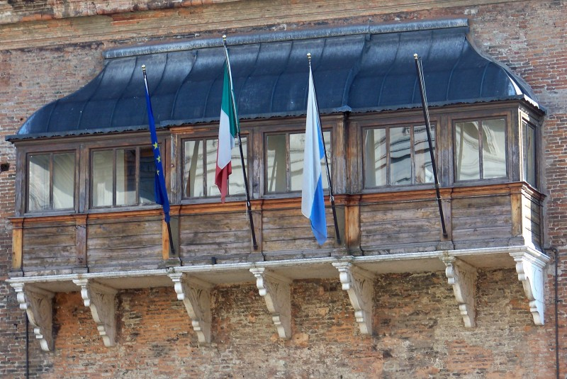 ''Bianco, rosso, verde ……..e  blu'' - Ferrara