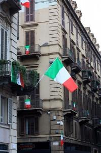 Tricolore sventola in piazza Carignano