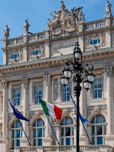Bandiere in Piazza dell'Unità d'Italia