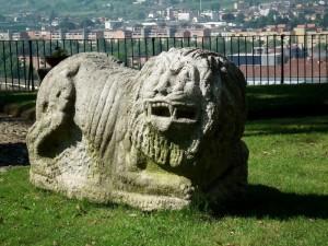 Il leone in giardino