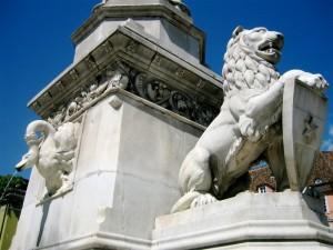 Il leone e il cigno