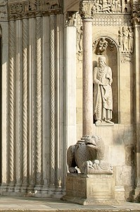 Tra Santi e colonne