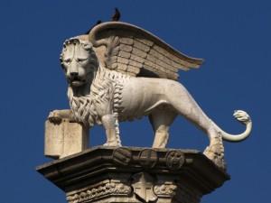 Un leone in Piazza dei Signori