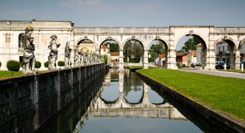 Piazzola sul Brenta - Villa Contarini - Raccordo tra la villa e la piazza.