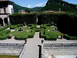 villa Cicogna -panoramica del piccolo giardino-