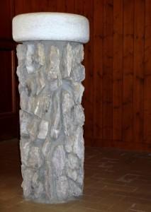 Acquasantiera nella pietra
