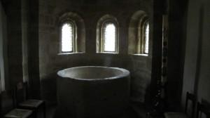 Vasca battesimale e cero pasquale