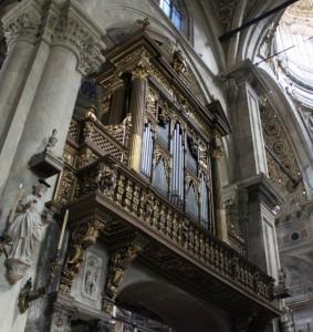 Tra due pilastri