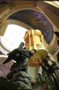 Dietro l'altare della Madonna Nera
