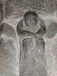 Elva, Santa Maria Assunta, statuetta in pietra