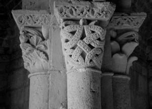 Montiglio, capitello della chiesa di San Lorenzo