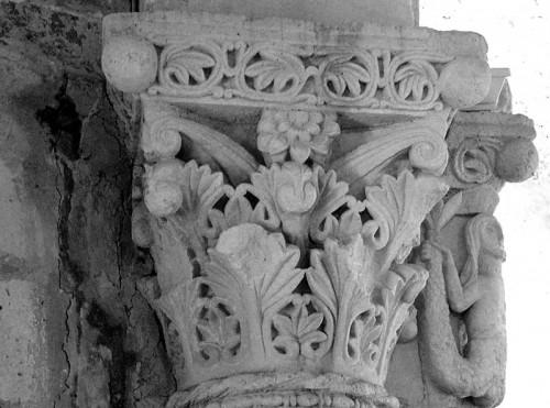 Montiglio Monferrato - cappella di San Lorenzo, cimitero di Montiglio, capitello