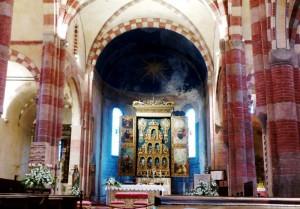 Abbazia di Santa Maria di Staffarda - Navata centrale e Polittico dell'Altar M