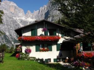 Dolomiti del Brenta: Rifugio La Montanara