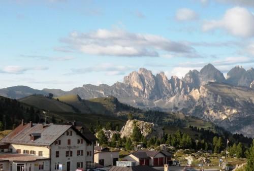 Selva di Val Gardena - Il rifugio Passo Sella ai piedi del Sassolungo
