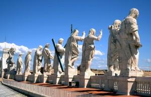 Sulla terrazza del Vaticano I Santi ci guardano