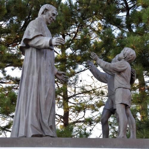 Rignano Garganico - Don Bosco e i due pargoli
