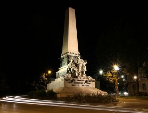 Torino - Obelisco in stile liberty