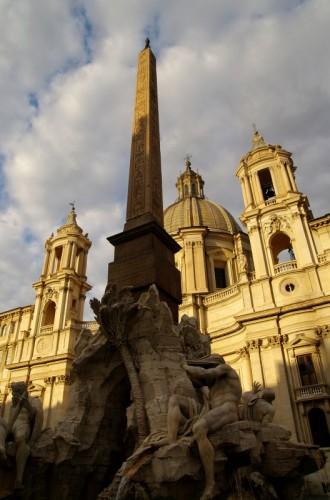 Roma - Il sole comincia ad illuminare questa piazza