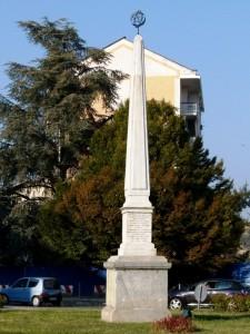 L'obelisco del 45° Parallelo