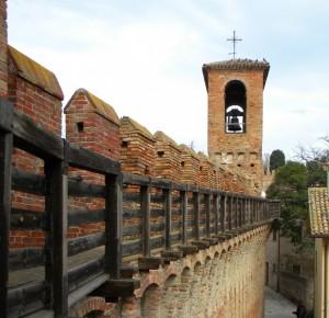 Lungo le mura di Gradara