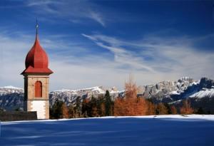 …spunta il campanile dal monte