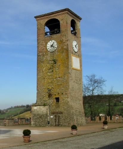 Castelvetro di Modena - Torre dell'orologio, ma anche campanaria
