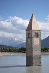 Curon: un campanile in acqua