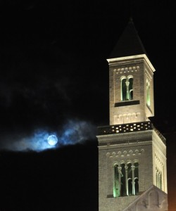 la Cattedrale baciata dalla luna