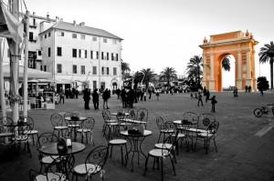 La piazza e l'arco