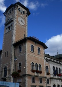 Torre campanaria del municipio di Asiago.