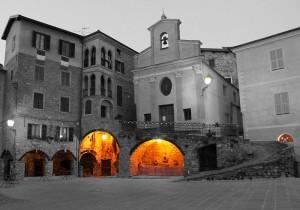 Verso sera nella piazza di Apricale