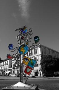 """Piazza Matteotti: """"A tre mani"""" opera di Silvio Vigliaturo"""