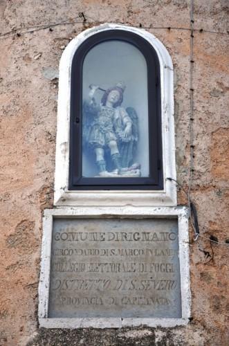 Rignano Garganico - San Michele veglia sulla lapide che ci informa di Rignano Garganico