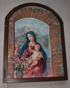 Madonnina e Gesù bimbo su quel ramo del lago di Como…..o meglio di Lecco.