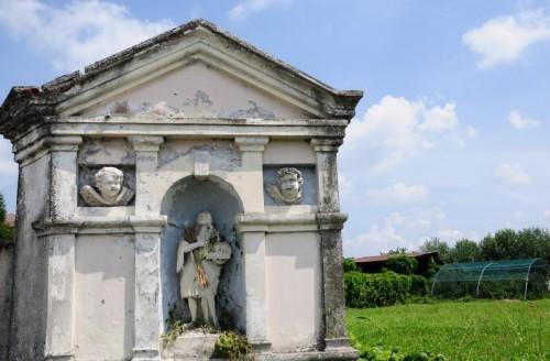 Pozzoleone - Edicola sacra a Pozzoleone