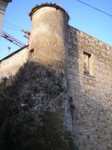 Chianche - Castello medievale in restauro -  Torre circolare piccola