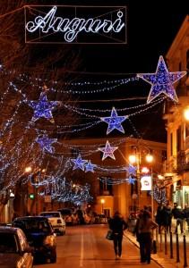 Auguri natalizi con stelle in Corso Garibaldi