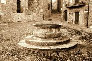 Il pozzo in Piazza Vecchietta