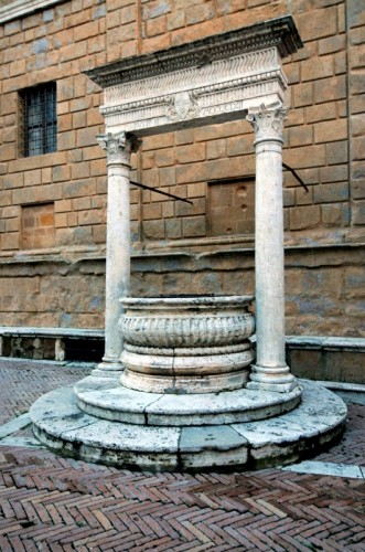 Pienza - Pozzo in Piazza Pio II