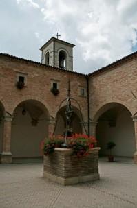Nel chiostro della Basilica
