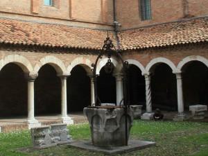 Nel chiostro del museo della Cattedrale a Ferrara