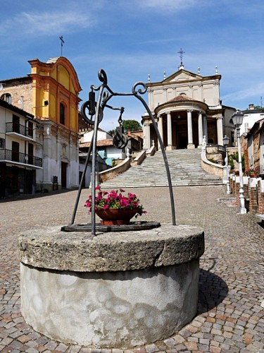 Montemagno - Situato in una bellissima piazza.