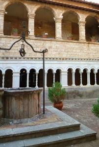 Nel terzo chiostro del Monastero di Santa Scolastica