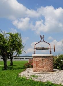 Un pozzo sulla rotatoria  di Pozzoleone