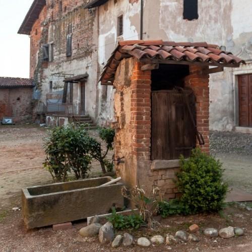 Rovasenda - Nel cortile del castello