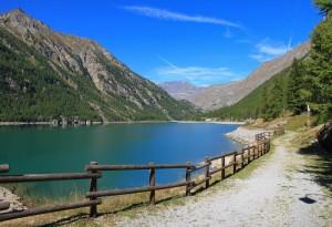 Lungo lago a Ceresole Reale
