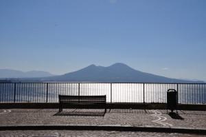 Seduti a Posillipo ad ammirare il Paradiso